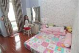 Trang trí giấy dán tường đẹp cho không gian phòng ngủ như sao Việt
