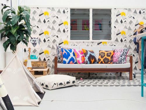 Những phòng khách tuyệt đẹp với giấy dán tường họa tiết hình học