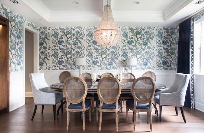 Phòng ăn trở nên rộng rãi khi trang trí giấy dán tường